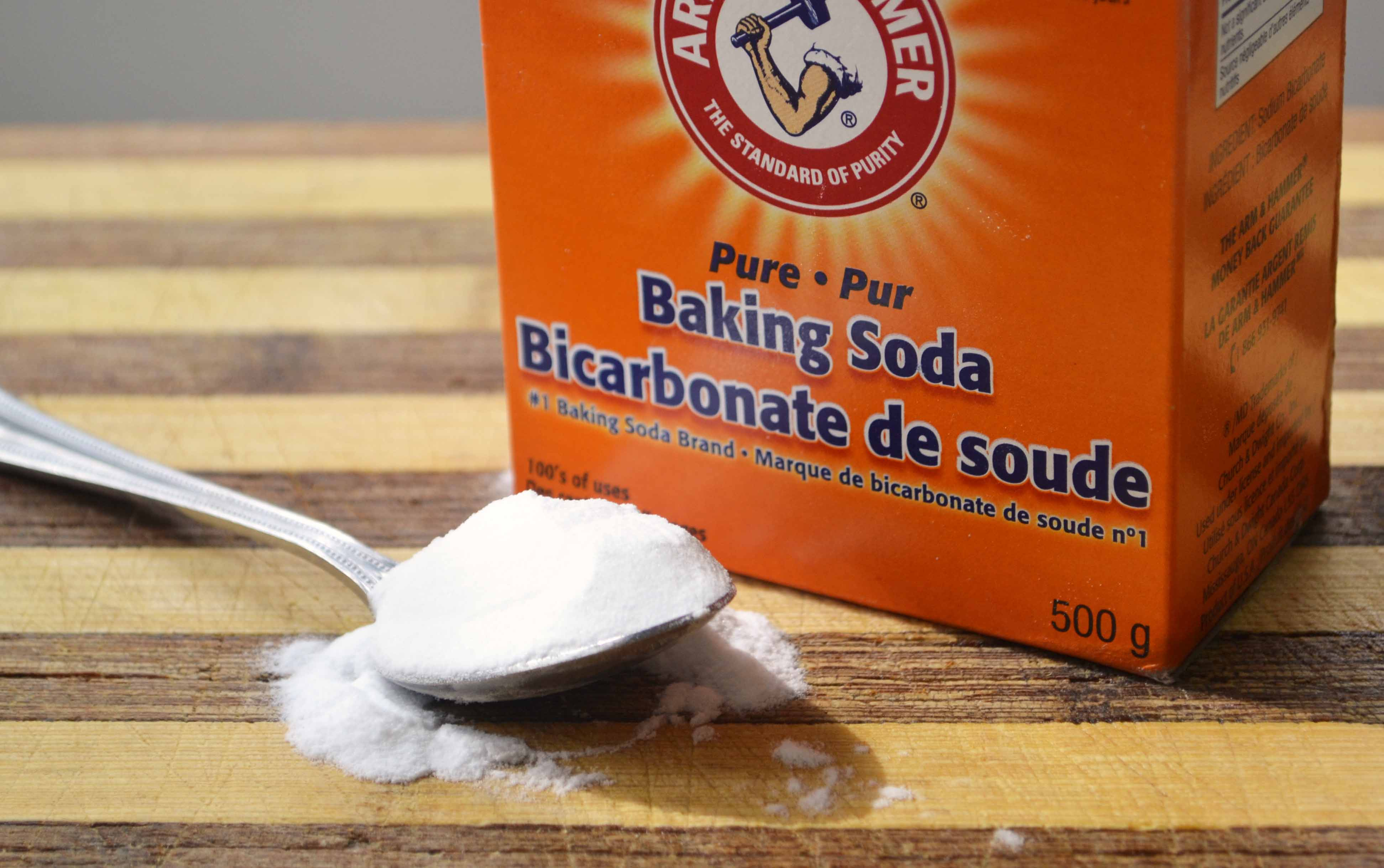 diet-moi-tan-goc-bang-go-va-baking-soda-1.jpg